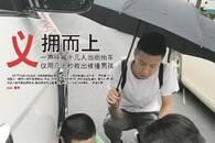 济南男孩放学路上被撞 一声呼救十几人抬车急救