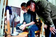大学生义务当修鞋匠 两年为同学免费修鞋200多双