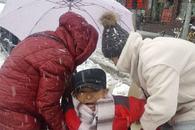 合肥一尿毒症患者被困 多位市民暴雪中伸援手(图)