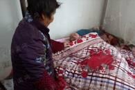 爱是相濡以沫的陪伴 桐城古稀老太照顾卧床老伴15年