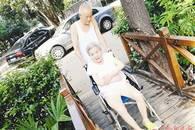 """合肥八旬老人照料瘫痪病妻11年 曾为病妻建了一座""""桥"""""""