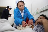 平凡中绽放光彩 亳州一护士身患癌症仍坚守工作一线