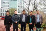 南昌再上演暖心一幕:青年雨夜被撞 八市民合力施救