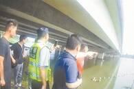 女子从三米高桥上跳湖获救 救人市民不肯现场留名