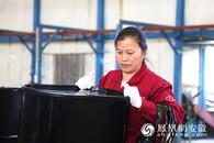 """车间奋?#32933;?#19977;年 安徽肥东一女工坚持两个""""百分百"""""""