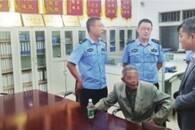八旬老人走失坐进别人家客厅 两地警方合力助其回家