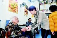 重阳节餐馆老板给女儿做榜样 为80岁以上老人免单一天