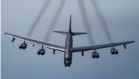 美军轰炸机被曝兜个大圈飞至南海上空,路线还相当诡异