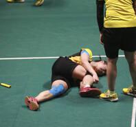 田卿跟腱重伤被抬走 队友痛哭落泪