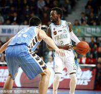 汉密尔顿42+6赵泰隆23分 北京险胜福建
