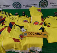 毒贩也来蹭热度!警方扣留疑似藏有可卡因假哥伦比亚球衣