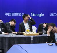 五世界冠军不敌AlphaGo 被打服笑疯了