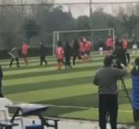 中国足球再现群殴裁判 官方这么回应