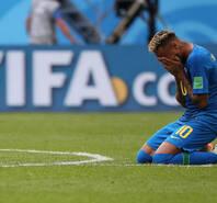 压力释放!内马尔进球后跪地喜极而泣