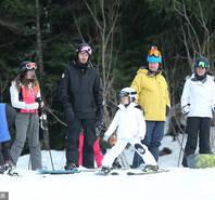 小贝带爱女滑雪 摔倒后遭小七霸气俯视