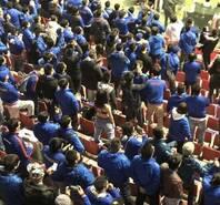 申花女球迷寒风中脱衣庆祝 称夺冠再来一次