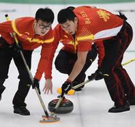 中国男子冰壶完胜日本 首次夺冠创历史