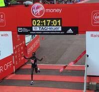 2017伦敦马拉松 肯尼亚女将破纪录