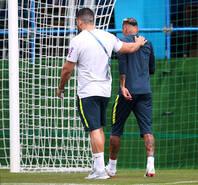 巴西队训练备战 内马尔突发伤情离开