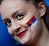 塞尔维亚迎战瑞士 两队球迷赛前助威