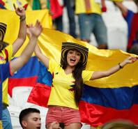 热情似火!哥伦比亚女球迷赛前助威