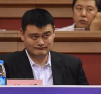 八国男篮争霸赛 姚明现场观战表情丰富