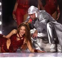 美国春晚来袭!洛佩兹送热舞燃爆超级碗 夏奇拉穿红裙野性十足