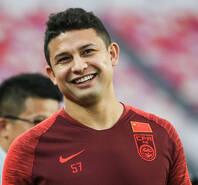 艾克森首次身穿国足训练服亮相