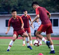 中国男足备战训练 武磊回归与球队合练