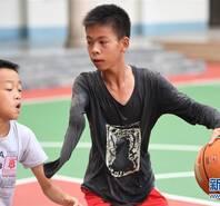 14歲獨臂少年籃球追夢:希望成為一名職業運動員