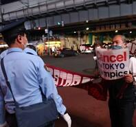 反對聲音仍在持續 東京部分民眾手舉標語抗議舉辦東京奧運會