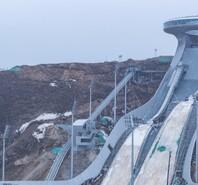 """北京冬奥会国家跳台滑雪中心""""雪如意""""主体工程完工"""