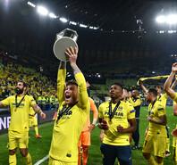 黄潜点球击败曼联夺欧联杯 埃梅里第四次夺冠