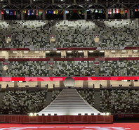 如何避免人少尴尬?东京奥运会开幕式的座椅亮了