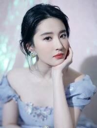 刘亦菲化身人间富贵花
