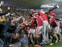 英超-曼联1-0绝杀老虎城 球迷疯狂庆祝