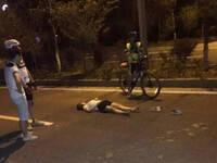 女子夜跑被专业骑行自行车撞倒 当场死亡