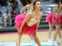 篮球宝贝激情热舞 低胸装大秀性感身材
