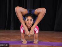 印度女孩挑战极限 反向平板支撑创纪录