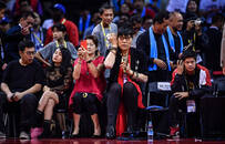 鄭海霞和蘇炳添神同步 球迷:兩人在同一群里