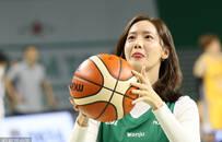 林允儿化身幸运宝贝助阵篮球赛