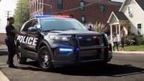 原来美国警车都被福特承包了,彪悍又抗造,但能追上超跑吗?
