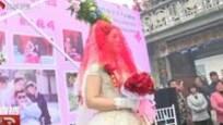 女子照顾植物人丈夫4年后自披婚纱办婚礼 原因感人图片