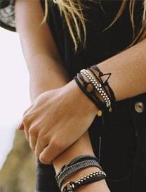 黑色系珠宝有着别样魅力