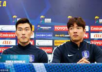 韩国男足召开赛前发布会 进行最后一练