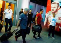 曼联深夜离开北京 穆帅挥手告别中国
