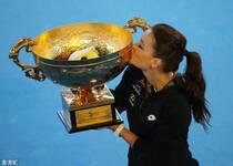 中网-拉德万斯卡完胜英一姐夺冠