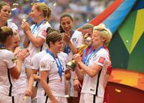 2015女足世界杯颁奖典礼 艳照门女门将获金手套奖