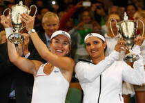 温网-辛吉斯17年后再夺女双冠军