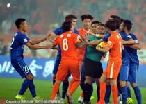 足协杯半决赛-鲁能1-2舜天 双方球员发生肢体冲突